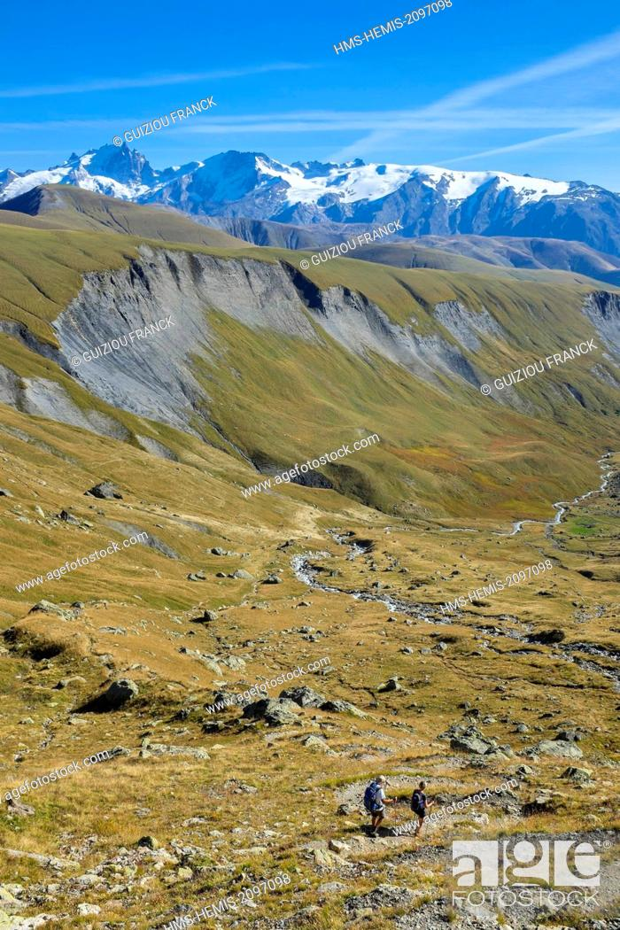 Stock Photo: France, Isere, Parc National des Ecrins (Ecrins national park), Grandes Rousses massif in Oisans region, Ferrand river valley, hiking to lake Quirlies.