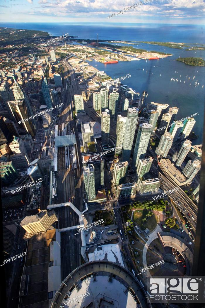 Imagen: landscape skyline from top of CN tower Ontario Lake Toronto Canada buildings tower.