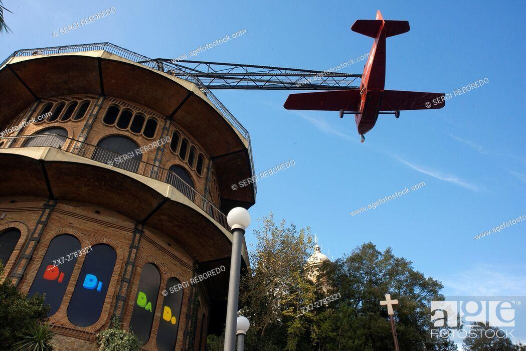 Imagen: Airplane carousel in Tibidabo Amusement Park, Tibidabo, Barcelona, Spain. The Tibidabo theme park, Barcelona, Spain. Tibidabo is a mountain overlooking.