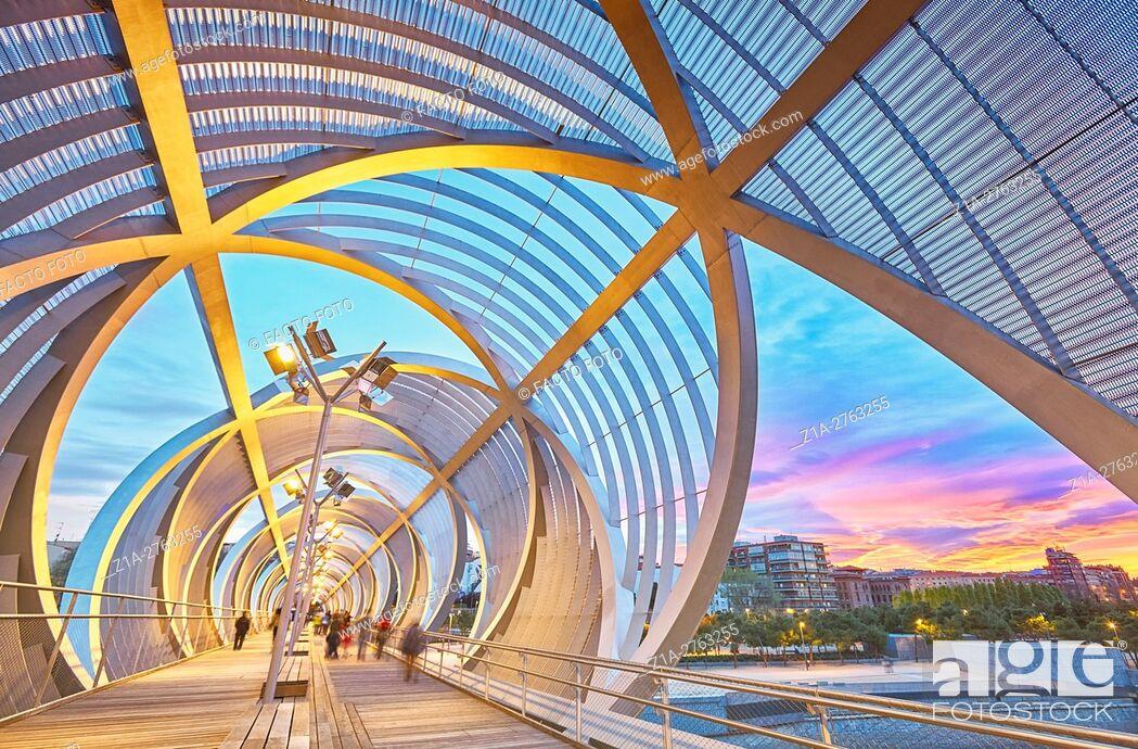 Imagen: Arganzuela bridge, designed by architect Dominique Perrault. Madrid Rio Park. Madrid. Spain.