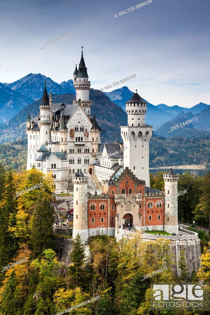 Photo de stock: Germany, Bavaria, Hohenschwangau, Schloss Neuschwanstein castle, elevated view, fall.