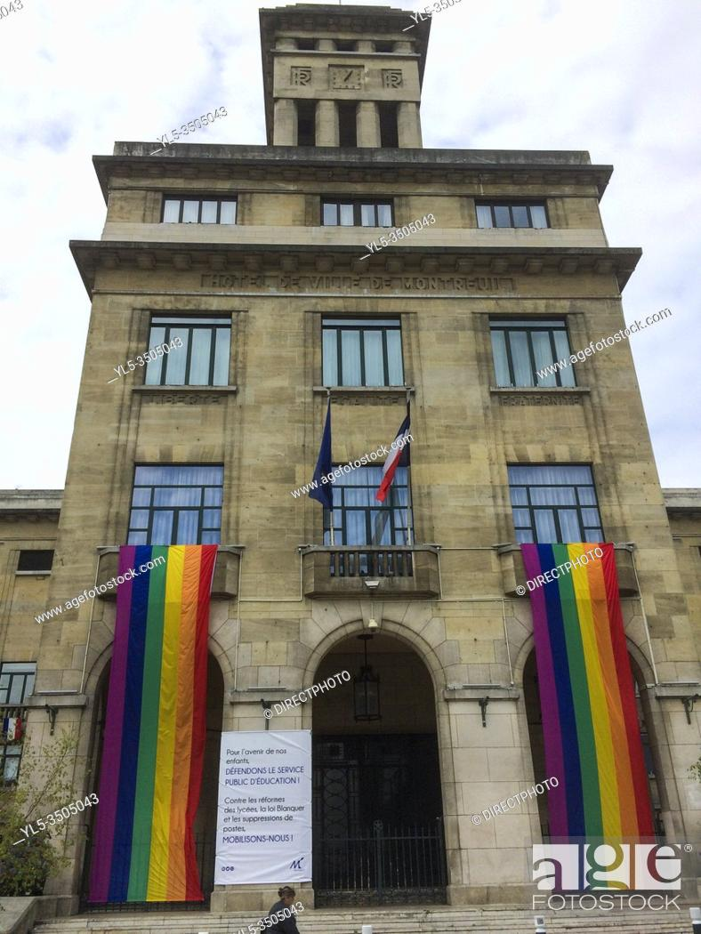 Imagen: Montreuil, France, City Hall Building with Gay Rainbow Flag on Display, International LGBTI Phobia Day.
