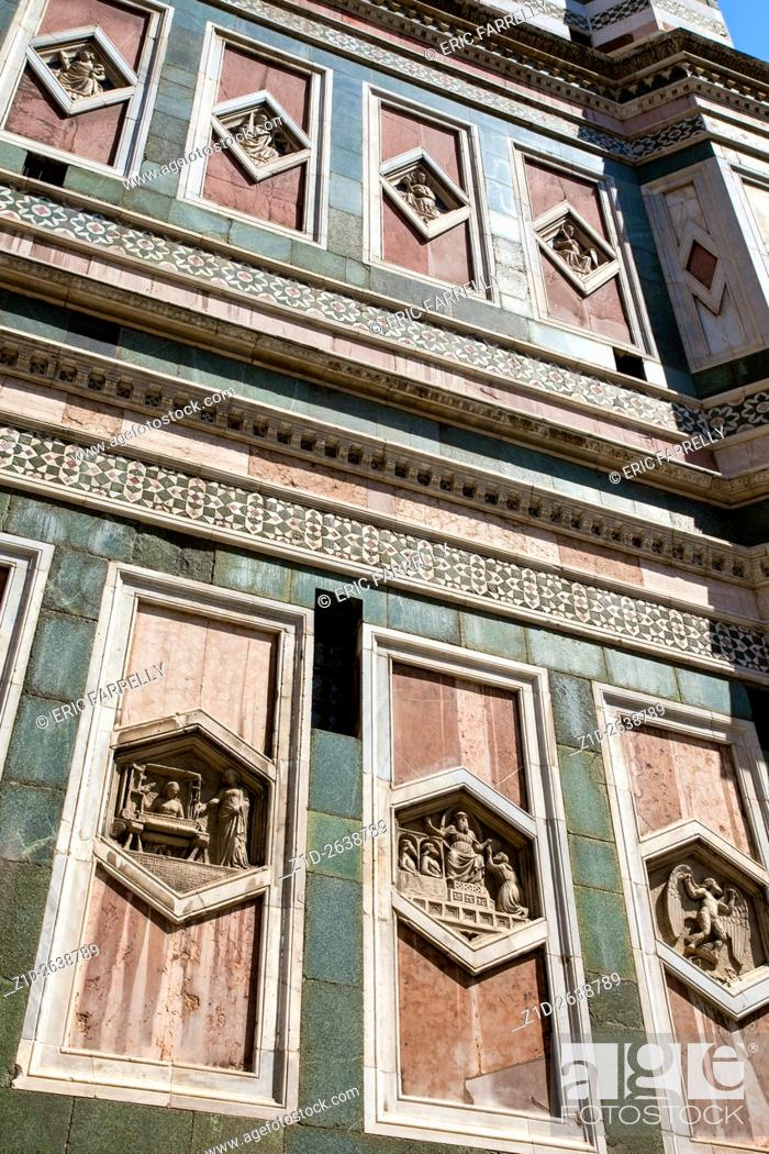 Imagen: Facade of the Dumo in Florence Italy clad in white green and pink Tuscan marble.