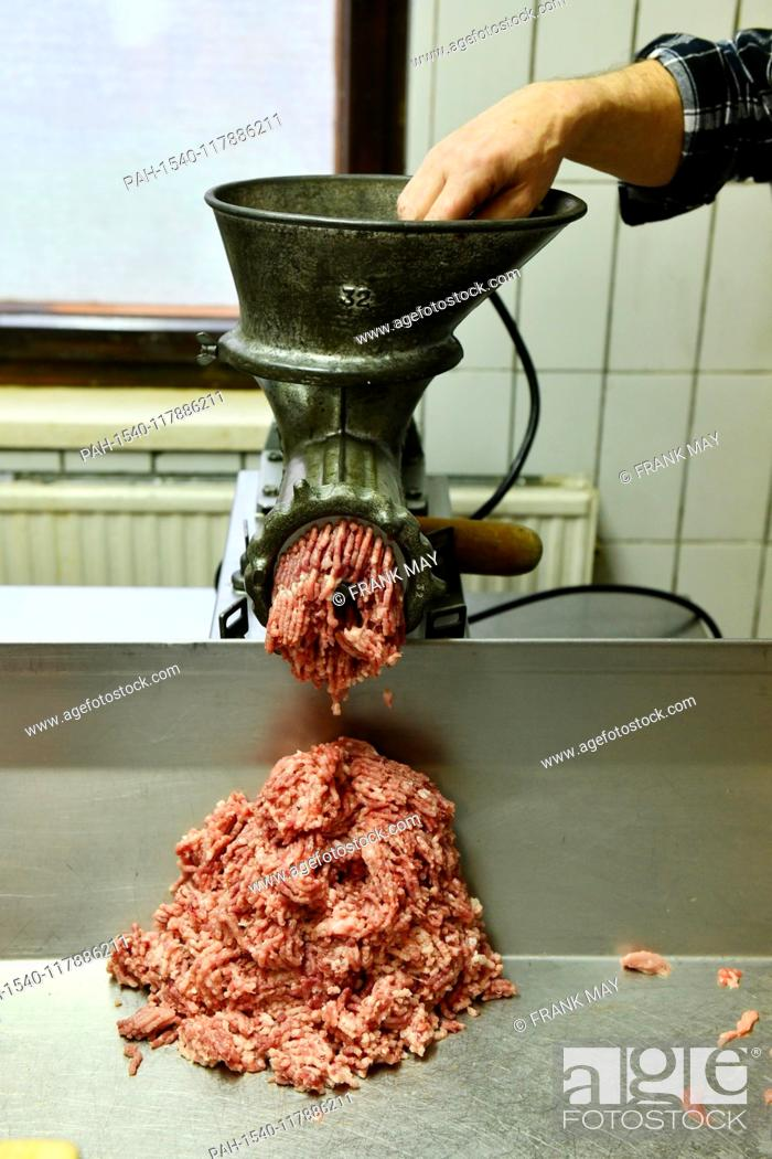 Stock Photo: Home slaughtering - making sausage, Germany, city of Lindewerra, 01. March 2019. Photo: Frank May | usage worldwide. - Lindewerra/Thüringen/Germany.