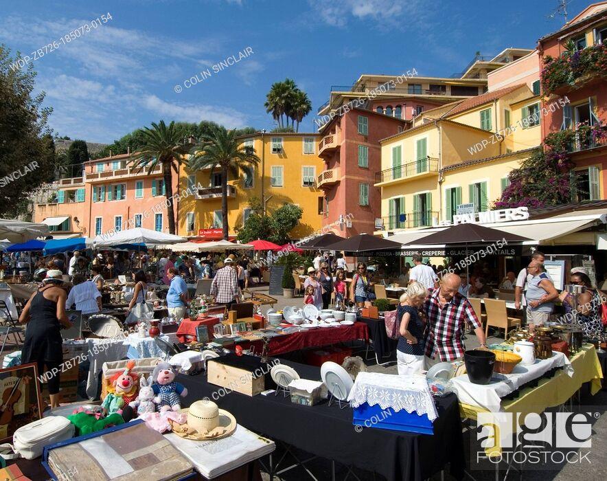 Imagen: Villefranche sur Mer, antiques market, tourists, locals.