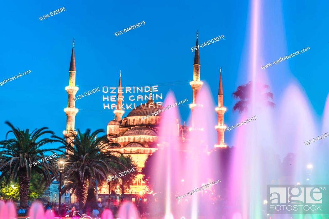 Imagen: ISTANBUL, TURKEY-JUNE 11, 2017: Long exposure photography at Sultanahmet Mosque with fountain in the foreground during Ramadan Mont at Sultanahmet Park.