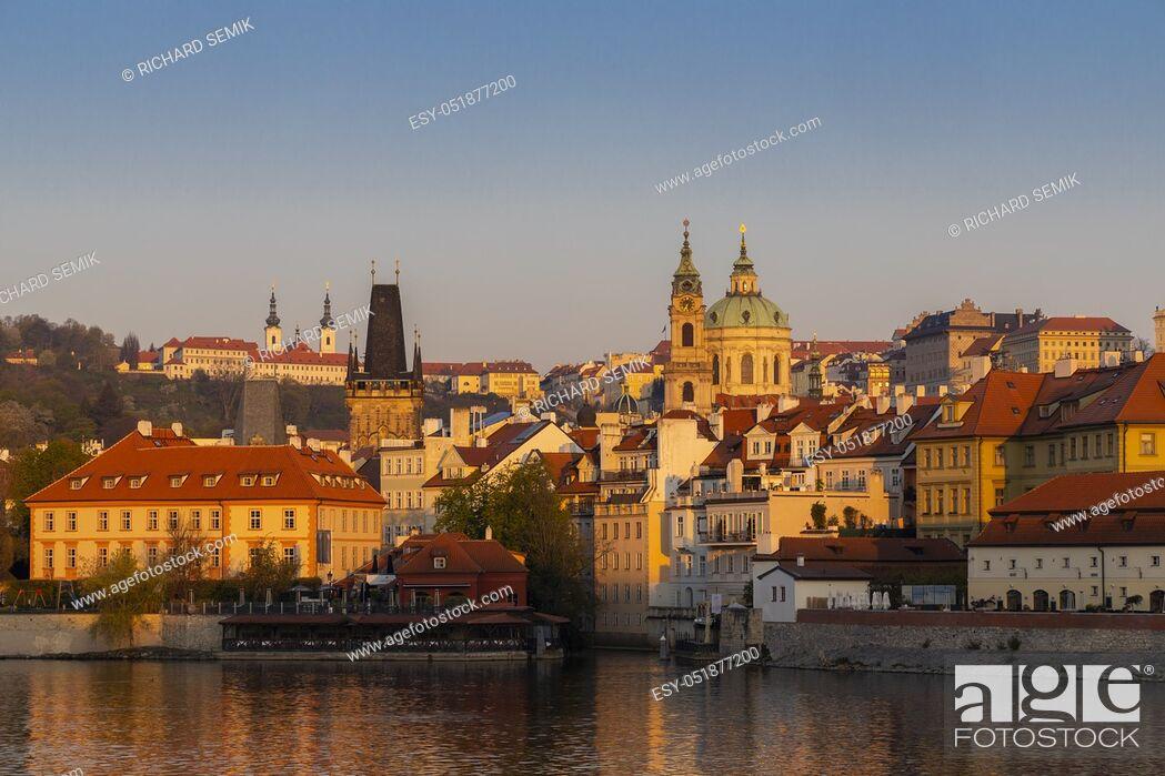Imagen: Panorama of Hradcany at sunrise, Czech Republic.