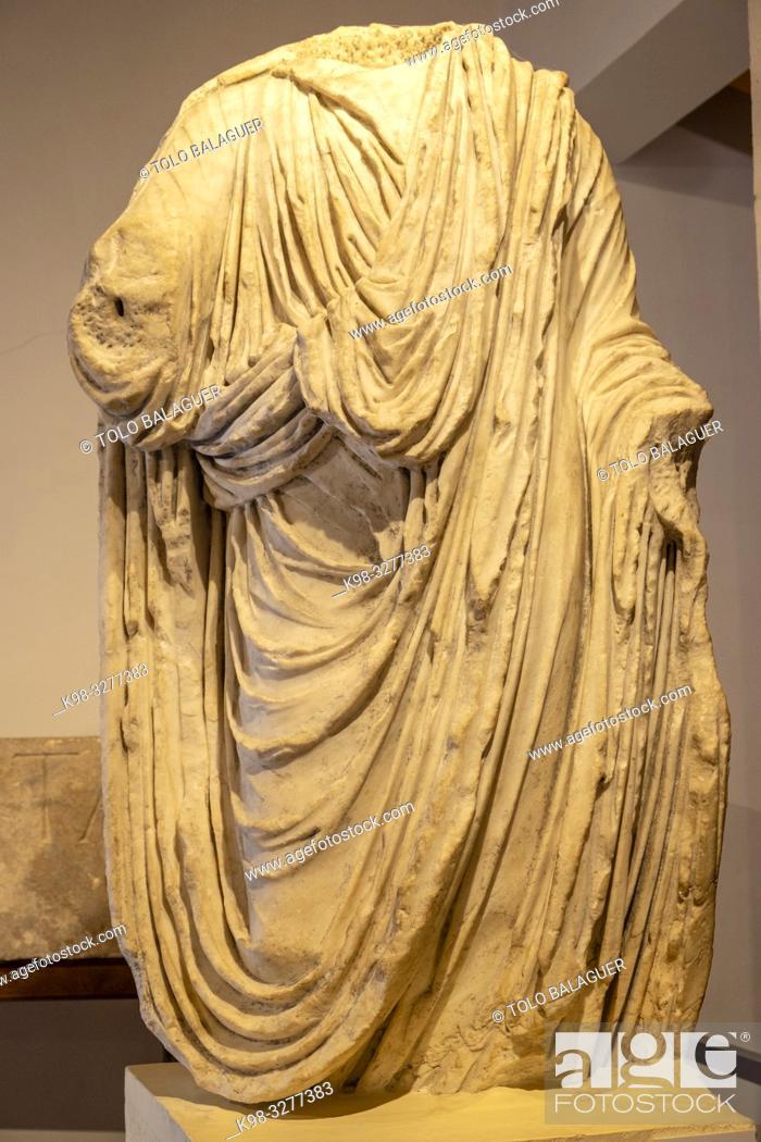 Stock Photo: estatua togada procedente del Foro, siglo I, Museo-Centro de Interpretación del parque arqueológico de Segóbriga, Saelices, Cuenca, Castilla-La Mancha, Spain.