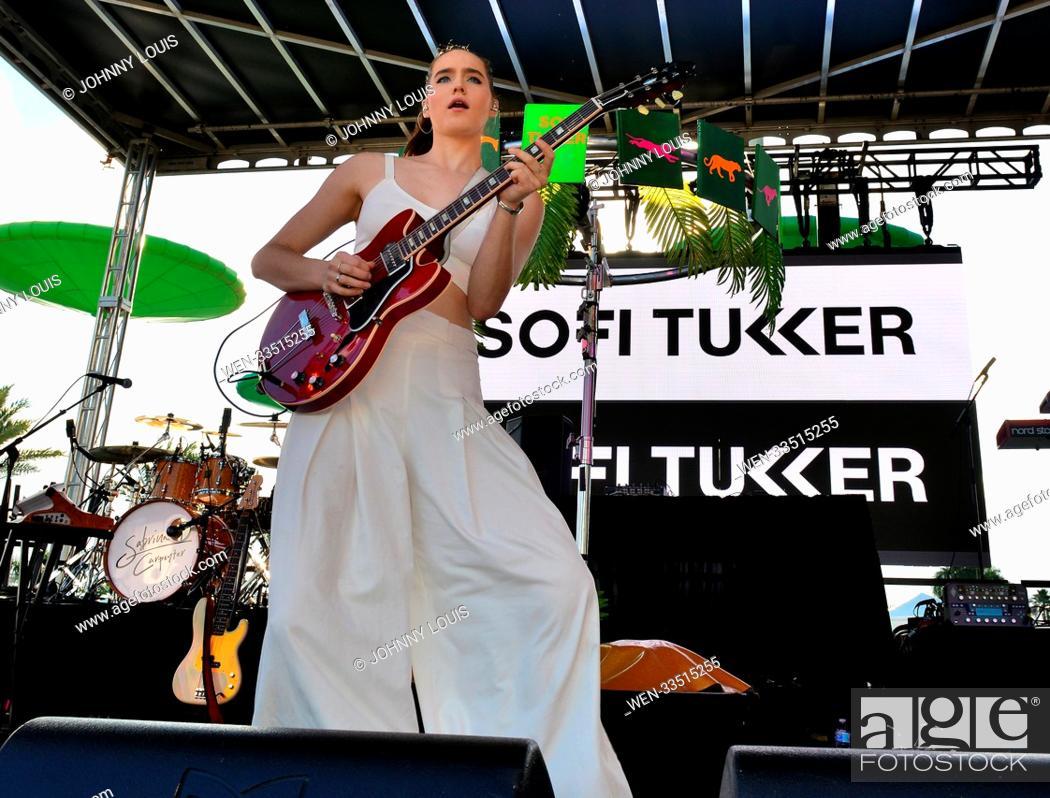 Imagen: Y100 iHeartRadio Jingle Ball 2017 - Pre Show Featuring: Sophie Hawley-Weld of Sofi Tuckker Where: Sunrise, Florida, United States When: 17 Dec 2017 Credit:.