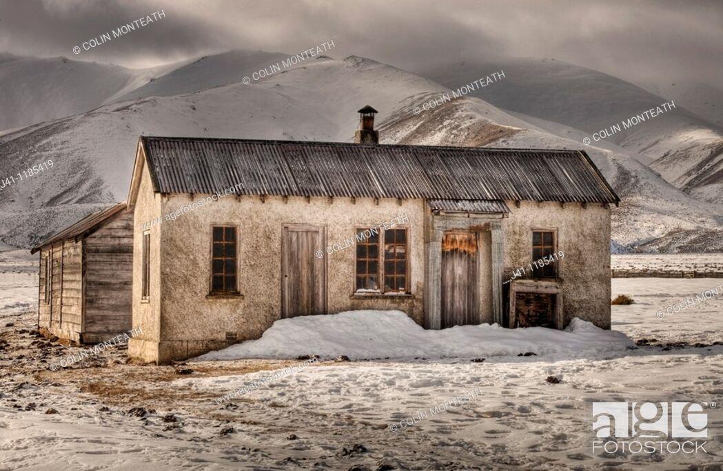 Stock Photo: Abandoned farm house, Oteake Conservation Area, near Hawkdun range, Central Otago, New Zealand.