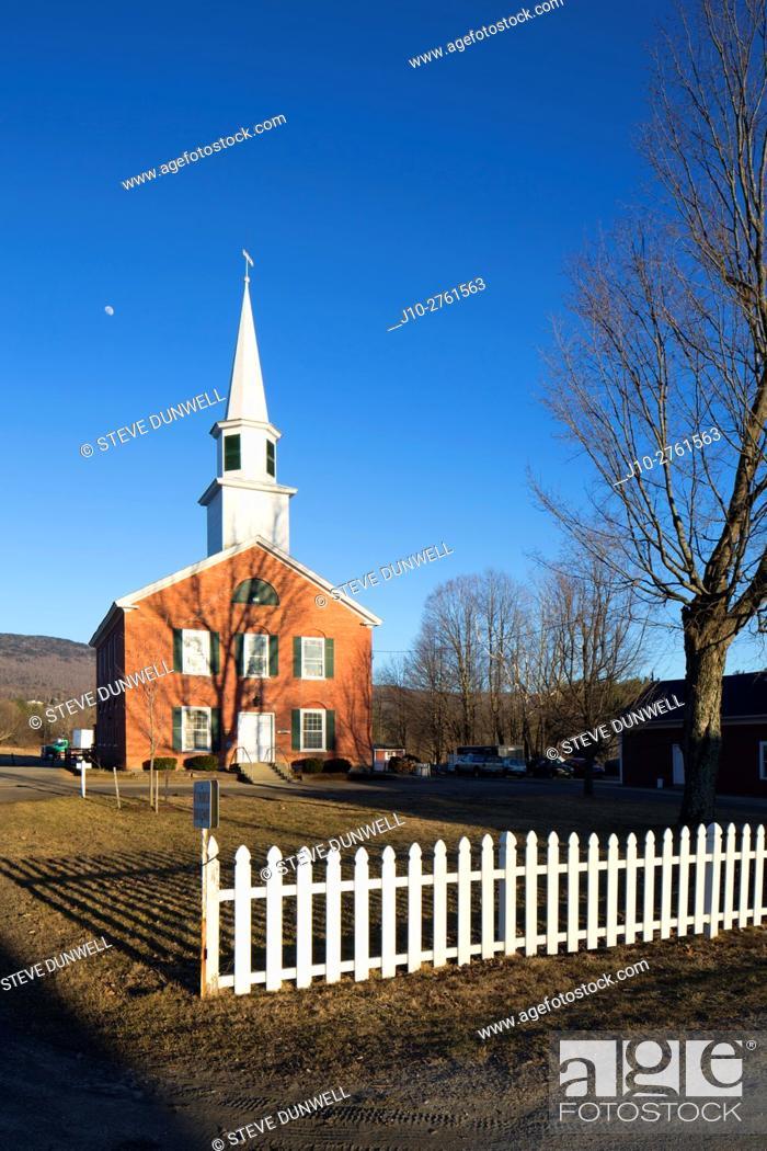 Stock Photo: Waterbury Center Methodist Church (1833) with fence, Waterbury, Vermont, USA.