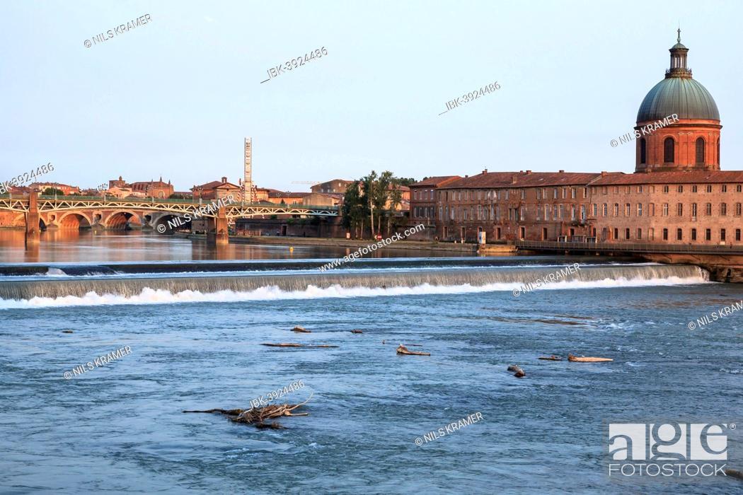 Stock Photo: Garonne river, in back Hôpital de La Grave in the evening light, Toulouse, Midi-Pyrenees France.