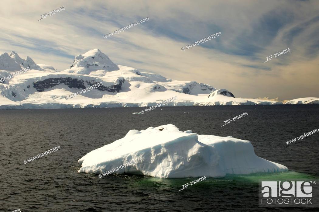 Imagen: Antarctica, Antarctic Peninsula, Lemaire Channel.
