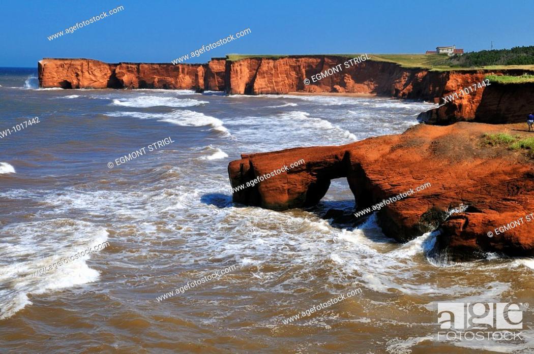 Imagen: red cliffs at La Belle Anse, Ile du Cap aux Meules, Iles de la Madeleine, Madeleine Islands, Quebec Maritime, Canada, North America.