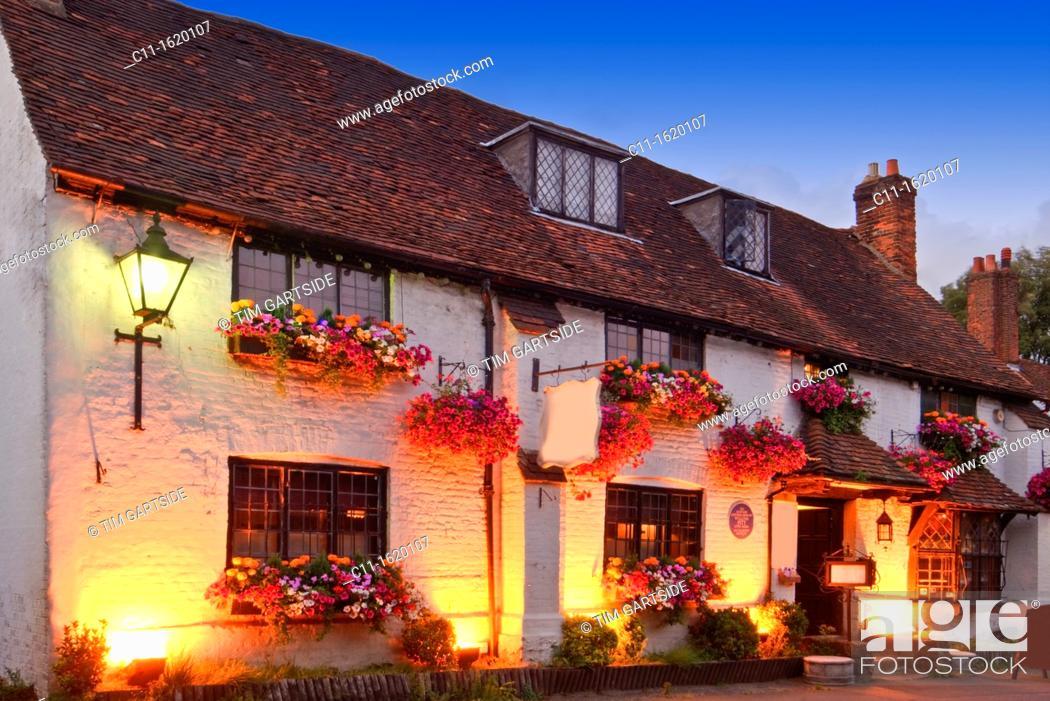 Stock Photo: old pub, Westerham, Kent, England, UK.