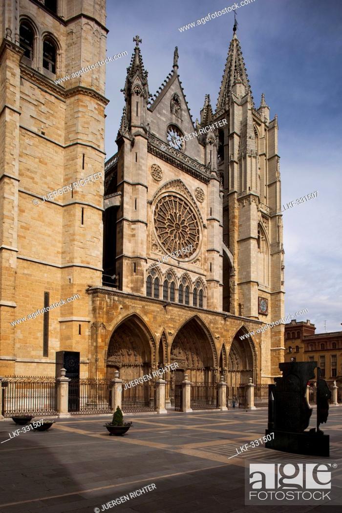 Stock Photo: The cathedral Santa Maria de Regla, Leon, Province of Leon, Old Castile, Castile-Leon, Castilla y Leon, Northern Spain, Spain, Europe.