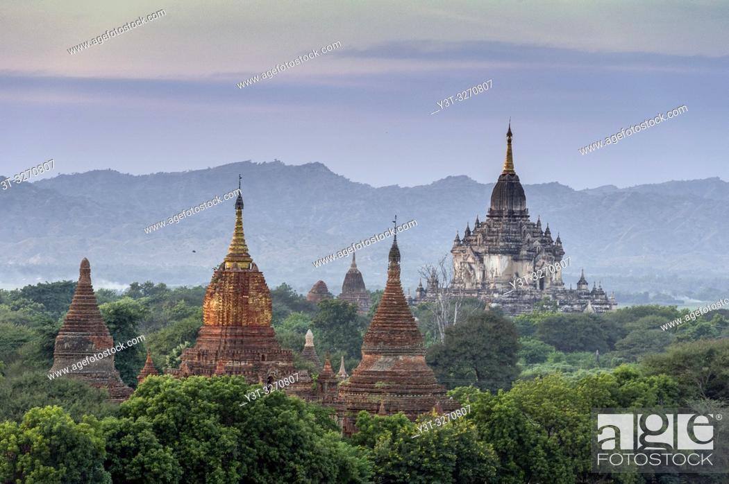 Stock Photo: Myanmar (ex Birmanie). Bagan, région de Mandalay. Temple de l'Ananda / Myanmar (ex Birmanie). Bagan, Mandalay region. Ananda temple.