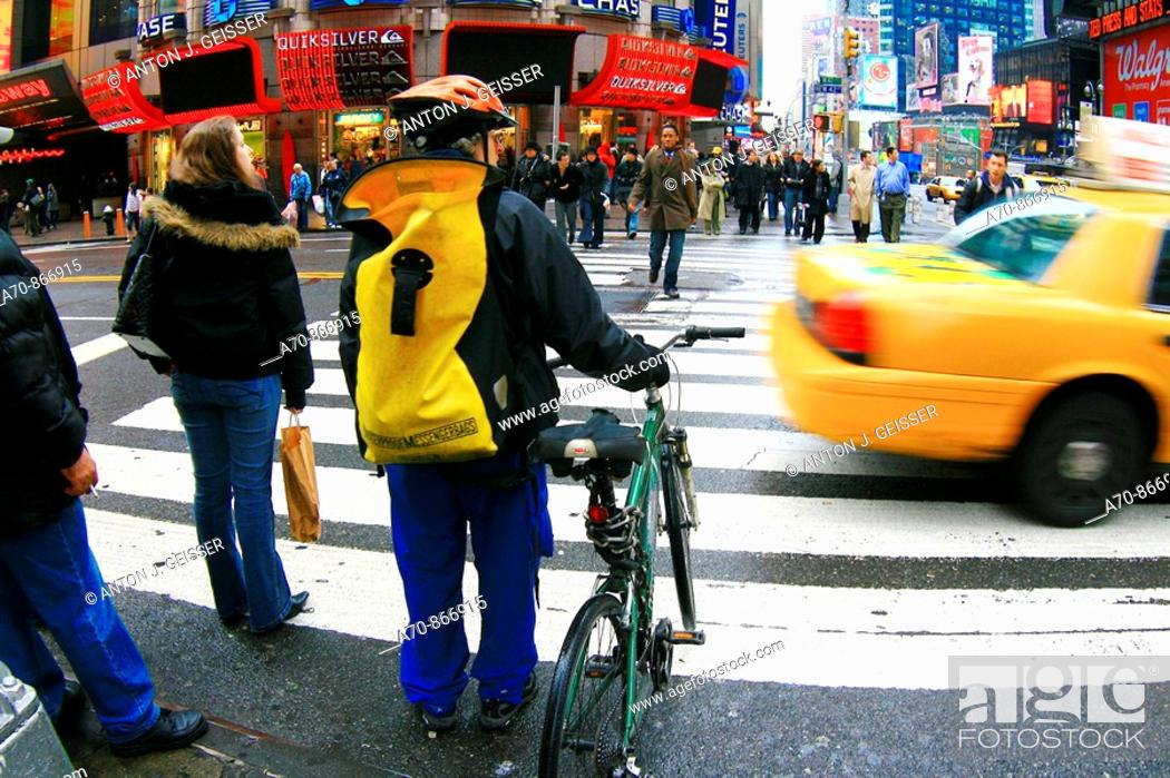 Stock Photo: USA, New York City, bike messenger.