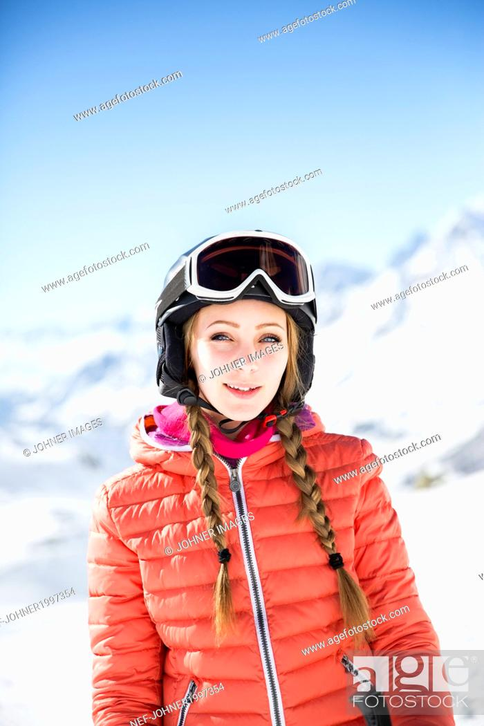 Photo de stock: Young woman wearing skiwear looking away.