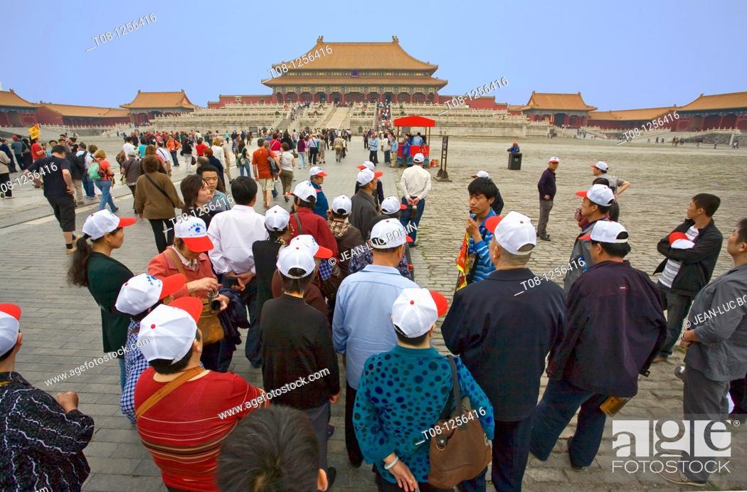Stock Photo: China, Beijing, Forbidden City: Chinese tourists.
