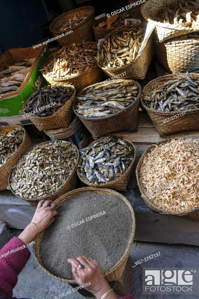 Imagen: Imphal, India - December 2020: Woman selling dried fish in Imphal market on December 30, 2020 in Manipur, India.