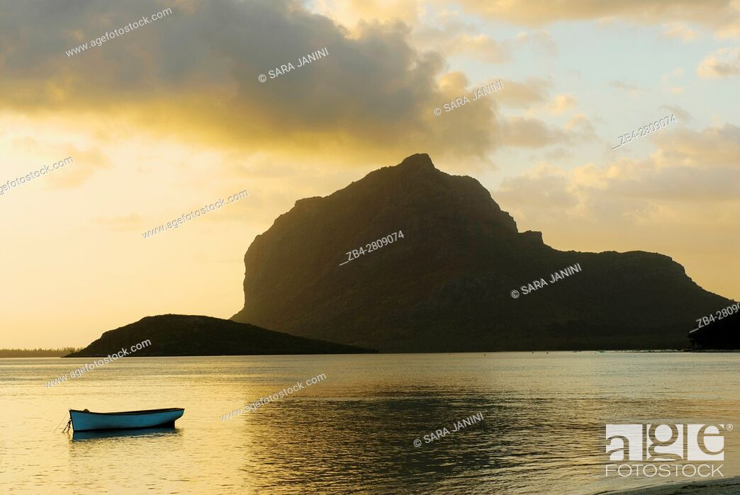 Stock Photo: Le Morne Brabant (UNESCO World Heritate Site), Mauritius, Indian Ocean, Africa.