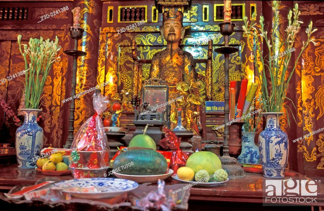 Stock Photo: A statue of Lê Ð?i Hành in Ðinh Tiên Hoàng temple Hoa Lu Vietna.