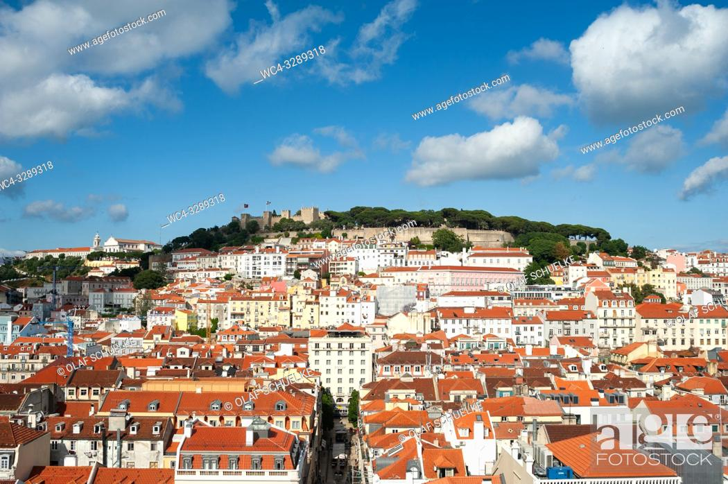 Imagen: Lisbon, Portugal, Europe - An elevated view of the historic city district Baixa with the Castelo de Sao Jorge in the backdrop.