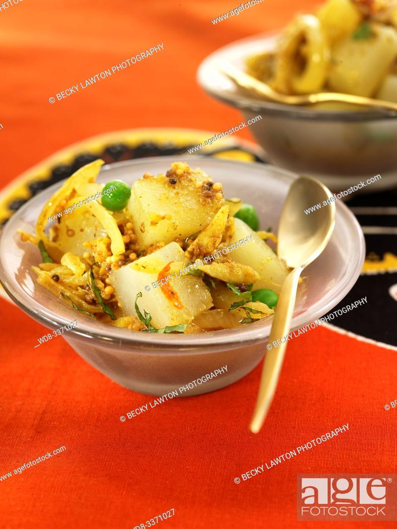 Stock Photo: curry de patatas y guisantes. / Potato and pea curry.