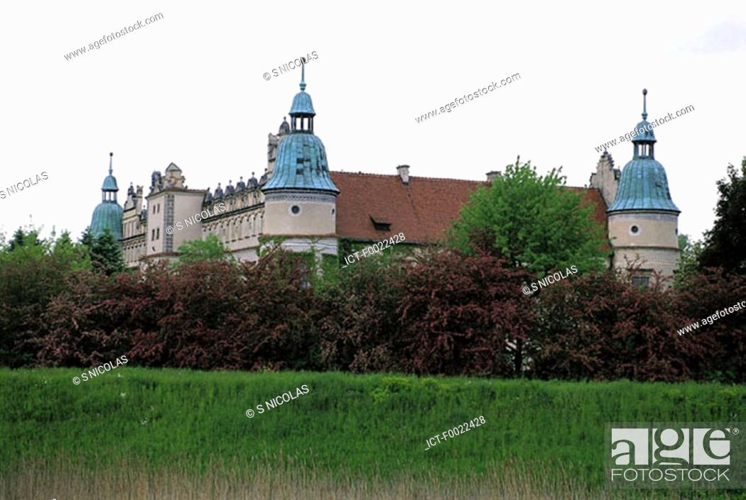 Stock Photo: Poland, Baran¾w Sandomierski, castle.