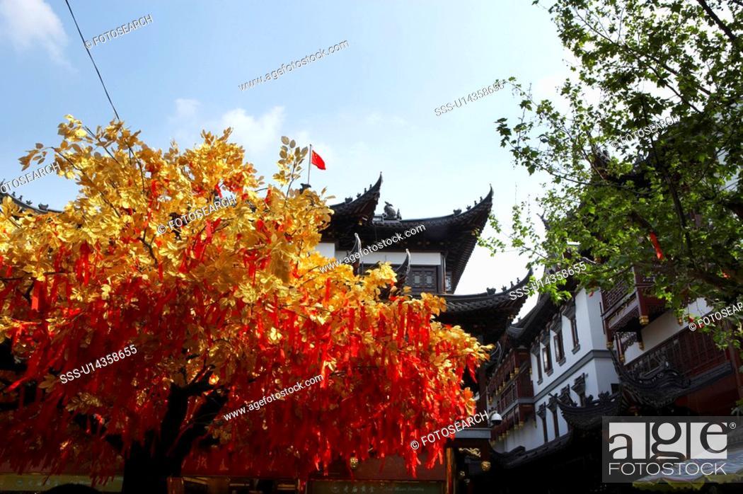Stock Photo: Yuan Garden and wishing tree, Shanghai.