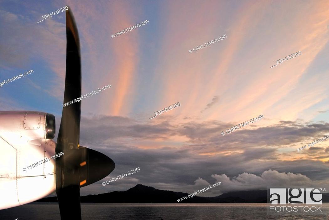 Stock Photo: ile de Raiatea,iles de la Societe,archipel de la Polynesie francaise,ocean pacifique sud.
