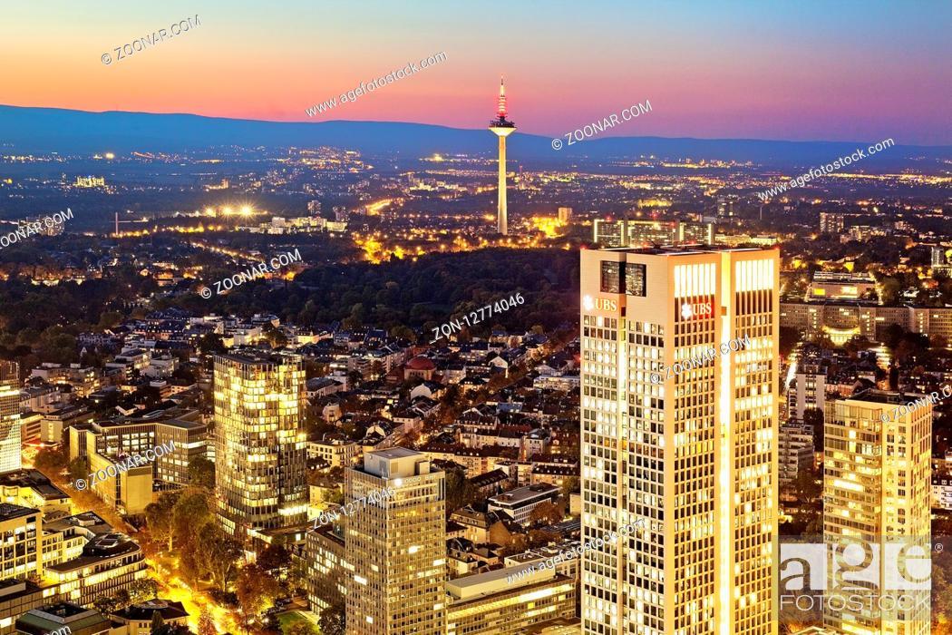 Stock Photo: Stadtansicht mit Fernsehturm vom Maintower in der Daemmerung, Frankfurt am Main, Hessen, Deutschland, Europa.
