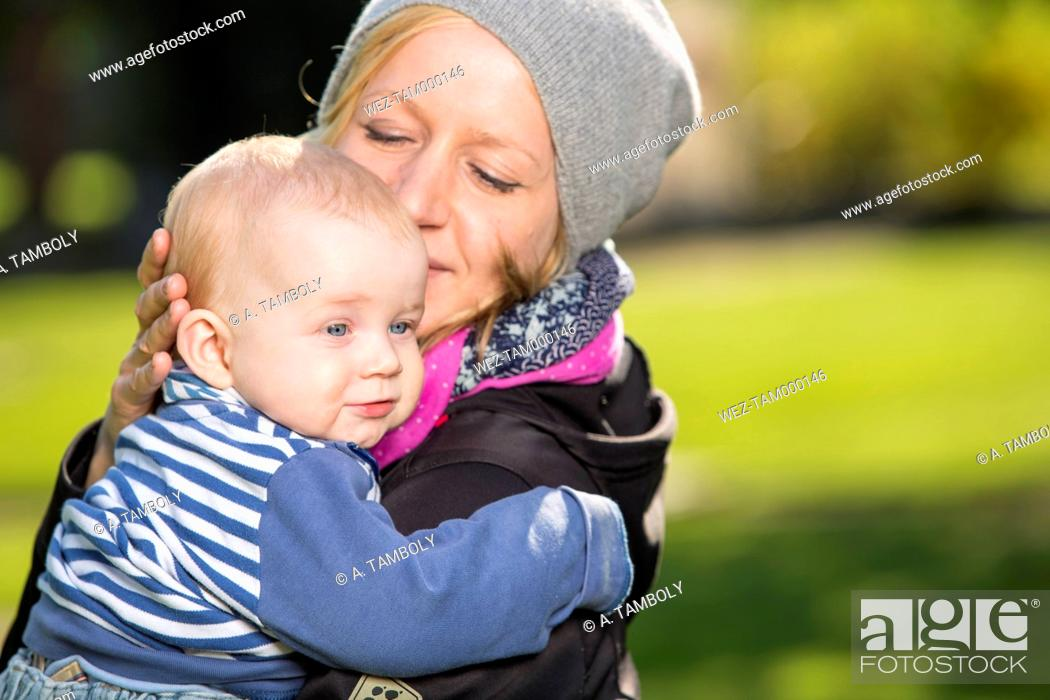 Imagen: Happy mother with her little son.