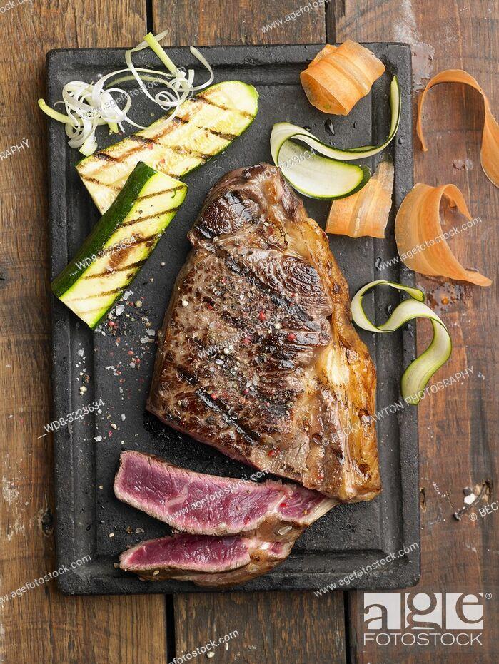 Photo de stock: buey wagyu a la parrilla / Grilled wagyu steak.