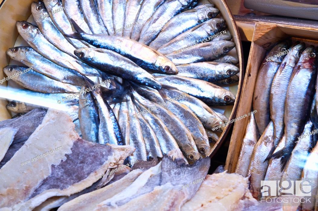 Photo de stock: Sardines and anchovies at a fishmonger's, Spain.