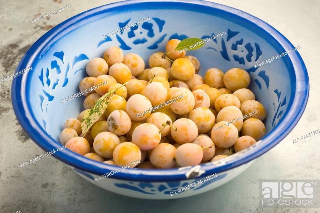 Stock Photo: Bowl of Mirabelle plums.