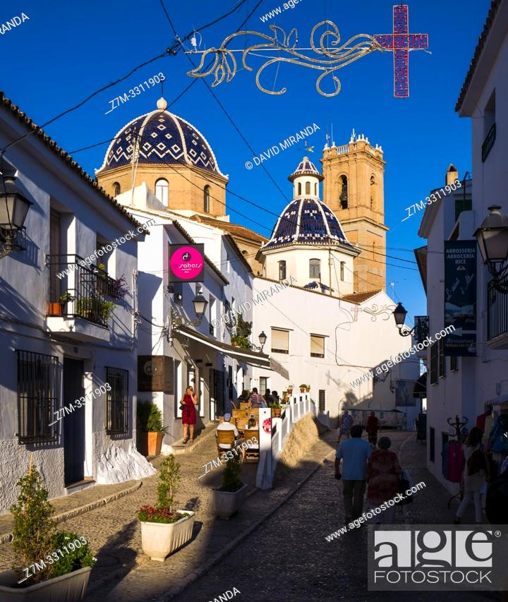 Imagen: Typical street with Iglesia de la Virgen del Consuelo on background. Altea. Alicante. Valencian Community, Spain.