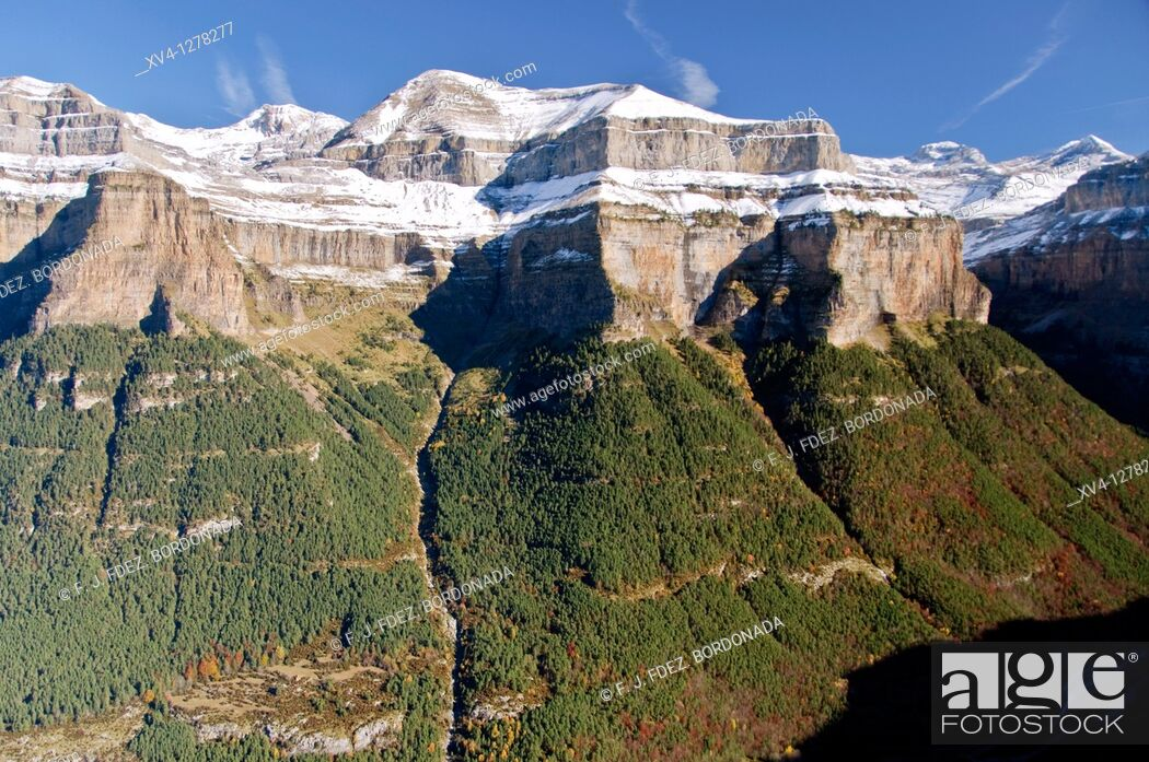 Stock Photo: Snowcapped mountain landscape at Ordesa & Monte Perdido National Park  Huesca  Aragon  Spain.