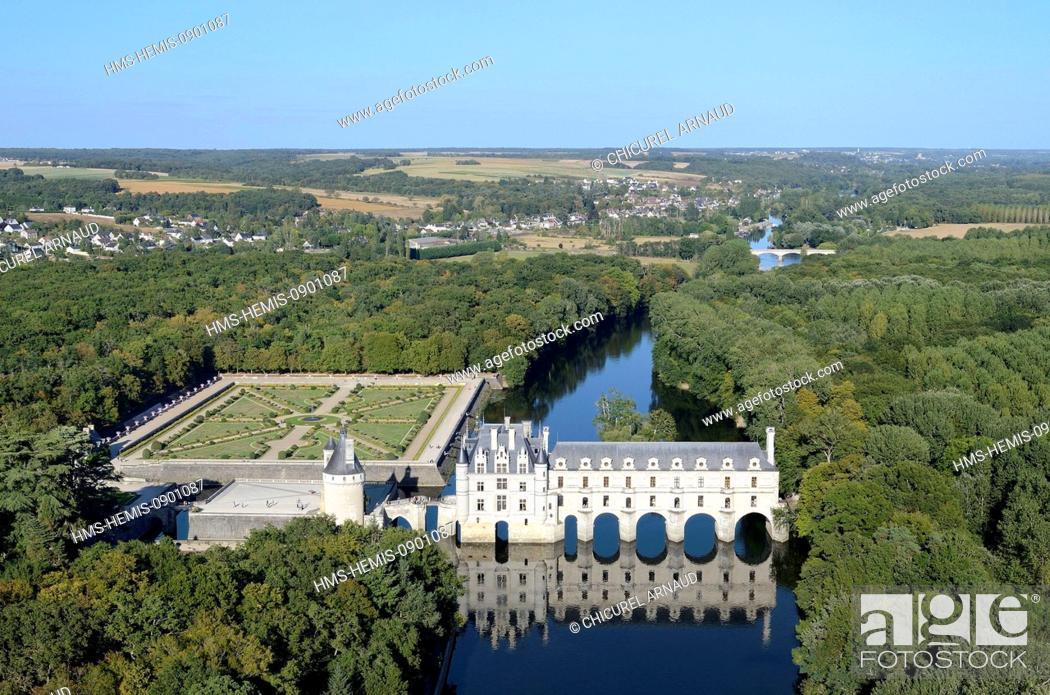 Stock Photo: France, Indre et Loire, Loire Castles, Chenonceau, Chateau de Chenonceau built on Cher River (aerial view).