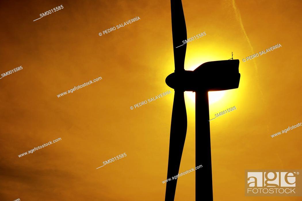 Imagen: Windmill for electric power production, Pozuelo de Aragon, Zaragoza Province, Aragon, Spain.