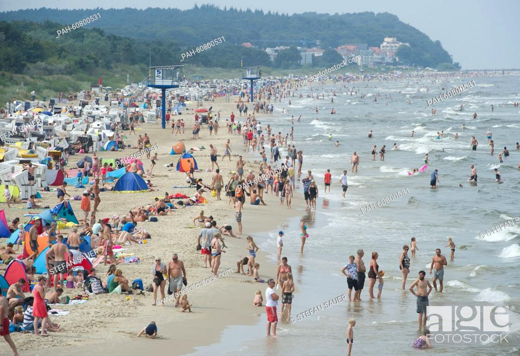 Stock Photo: Many tourists enjoy the hot weather at the beach in Heringsdorf, on the Island of Usedom, Germany, 15 August 2015. PHOTO: STEFANSAUER/dpa | usage worldwide.
