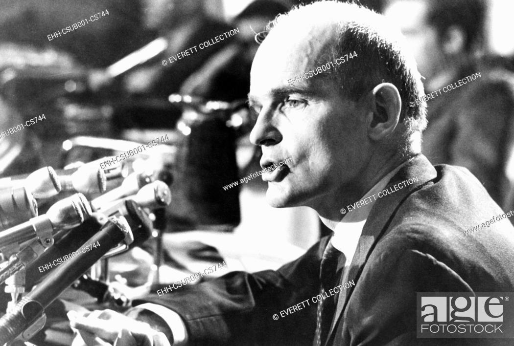 Imagen: Senator William Proxmire at a news conference on Dec. 26, 1969. Proxmire was elected to the Senate on August 28, 1957, to fill Wisconsin seat vacated by the.