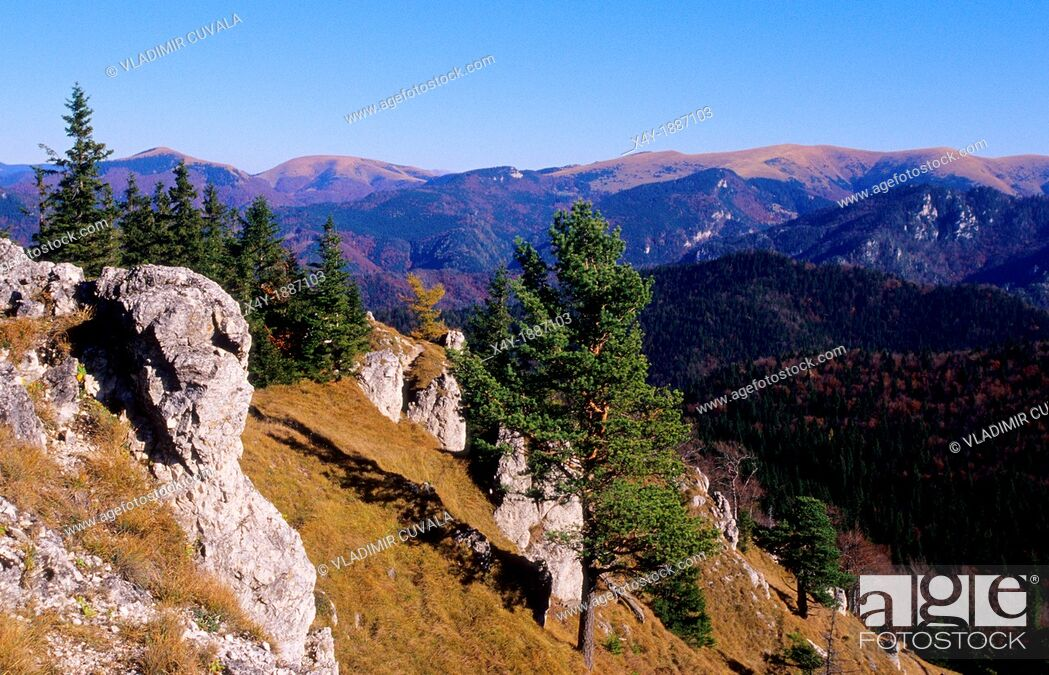 Imagen: View of National Park Velka Fatra from the Ostra mountain, Slovakia.