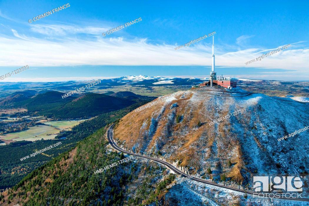 Stock Photo: France, Puy de Dome, Parc Naturel Regional des Volcans d'Auvergne (Auvergne Volcanoes Natural Regional Park), Chaine des Puys, Orcines.