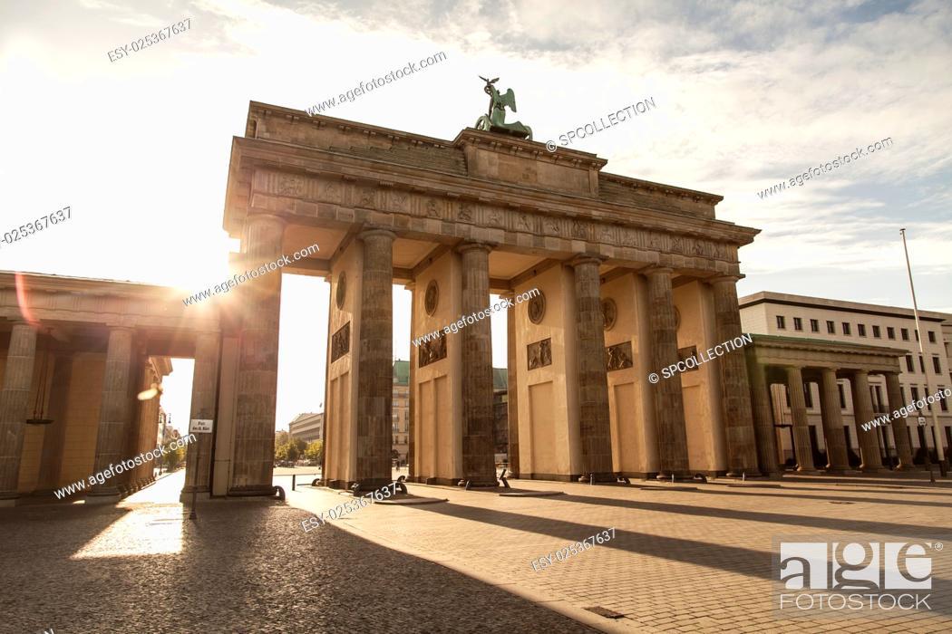 Stock Photo: Brandenburger and sunlight in Berlin in the morning.