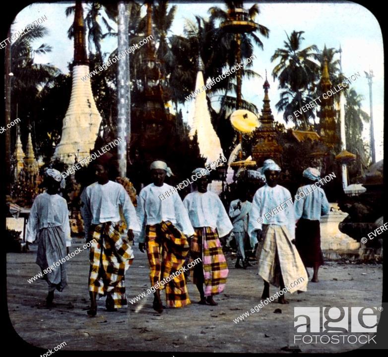 Imagen: Burma, men walking on street, hand colored lantern slide, photograph by William Henry Jackson, 1895.