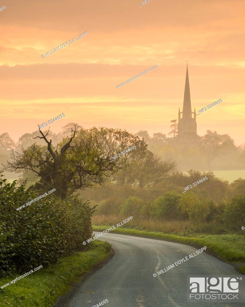 Imagen: Sunrise at Clifton Campville in rural south Staffordshire.