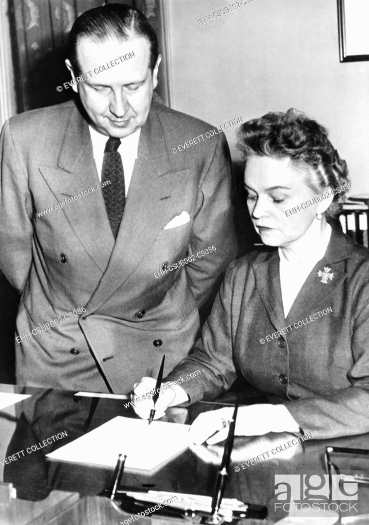 Stock Photo: Secretary of Health Education and Welfare, Oveta Culp Hobby, April 12, 1955. She signed licenses for six drug firms to make and distribute Salk polio vaccine.