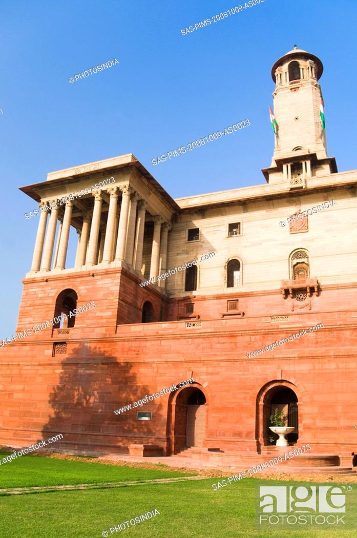 Stock Photo: Low angle view of a government building, Rashtrapati Bhavan, New Delhi, India.